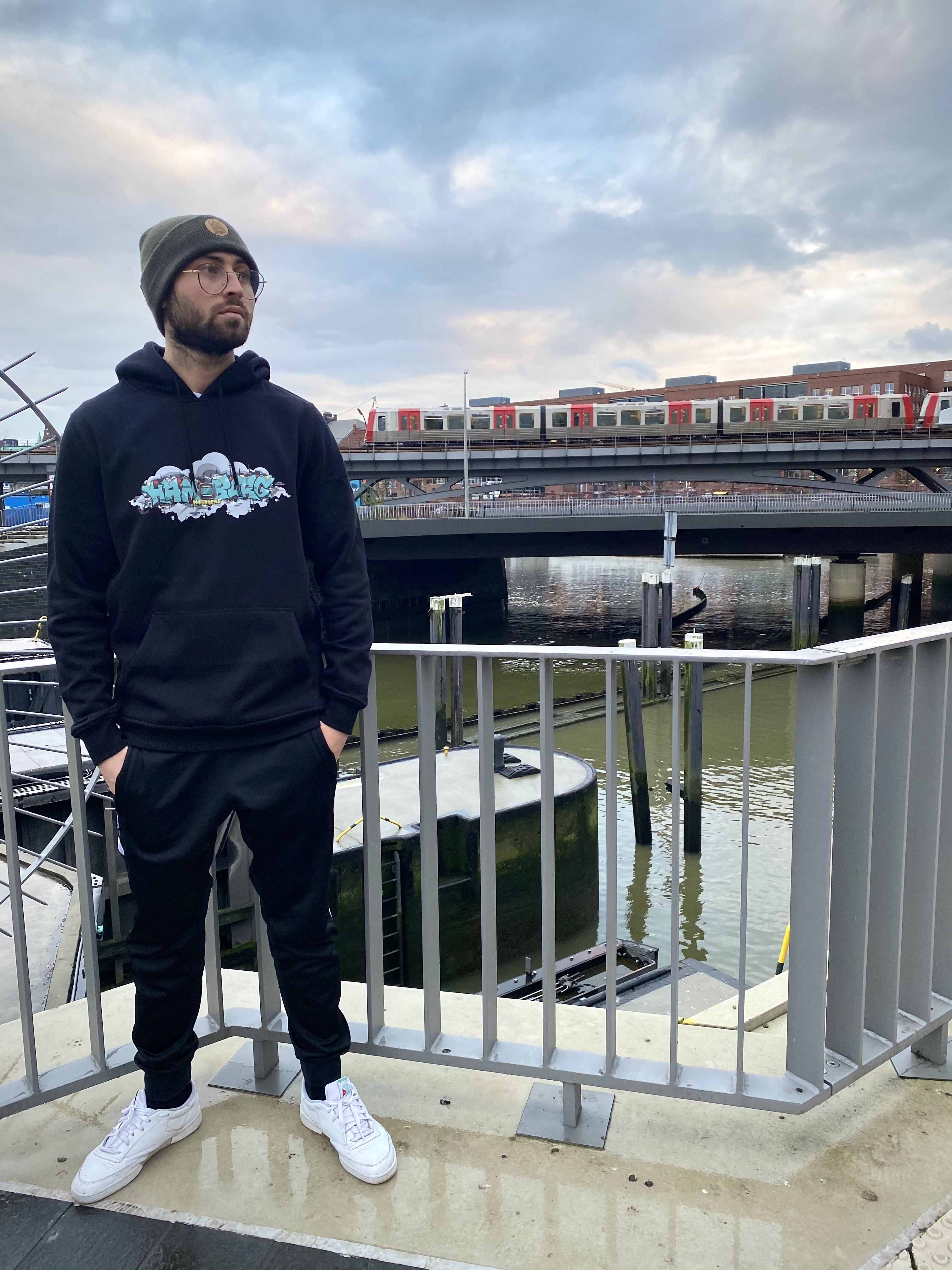 Hafenstyle_Streetwear_Hamburg_Subway_4_Billstedt_Hoodie_black_00001